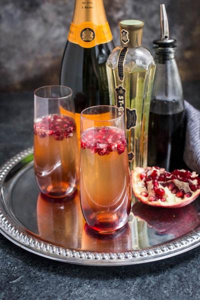 Фото Коктейль «Шампанское с гранатом»