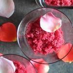 Фото Лимонный сорбет с лепестками роз и шампанским