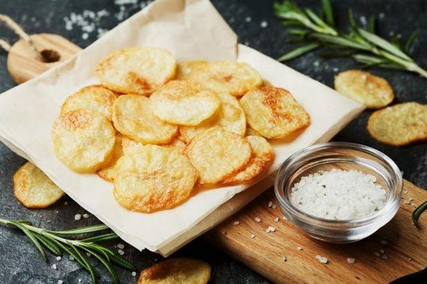 Фото Картофельные чипсы в духовке без масла