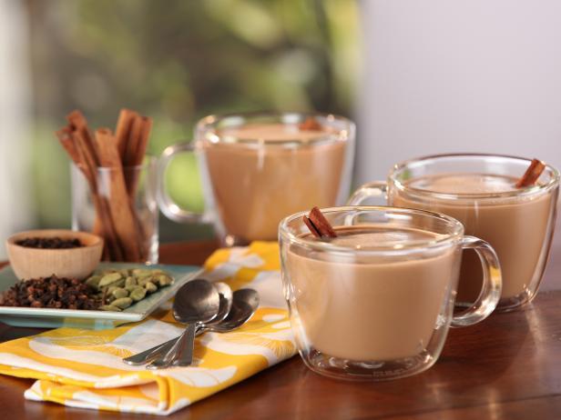 Фото Пряный чай латте с кокосовым молоком