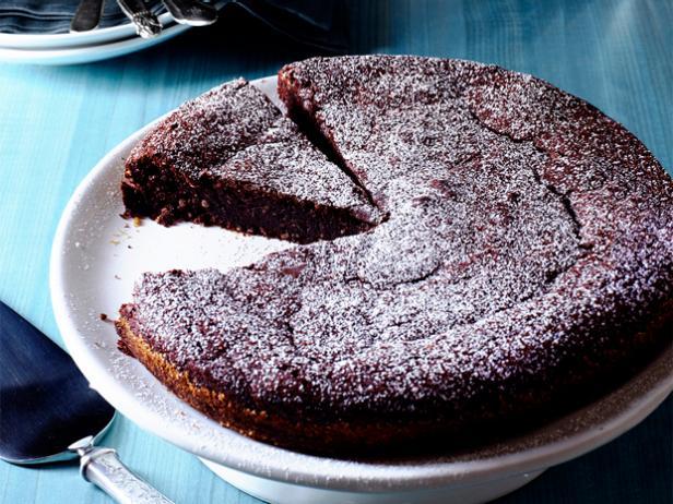 Фото Шоколадно-миндальный торт для романтического вечера