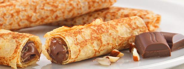 Фото Шоколадные блины с мандариново-перечным соусом