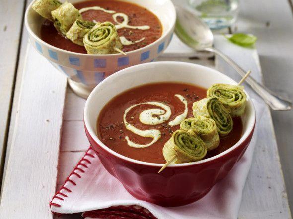 Фото Томатный суп пюре с блинами с зеленью
