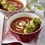 Томатный суп пюре с блинами с зеленью
