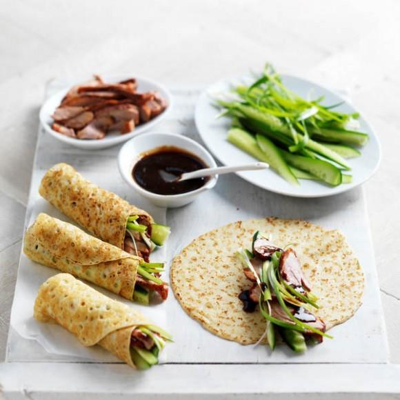 Фото Кукурузные блинчики с утиным конфи и соусом барбекю