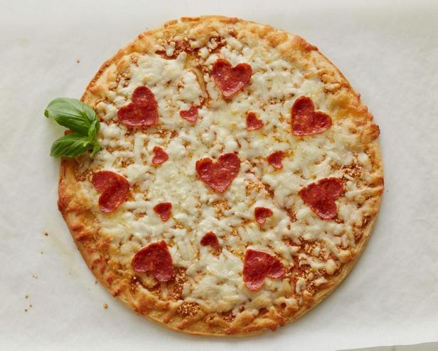Пицца с «сердечками» из пепперони
