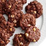 Шоколадное печенье с фундуком и белой шоколадной крошкой