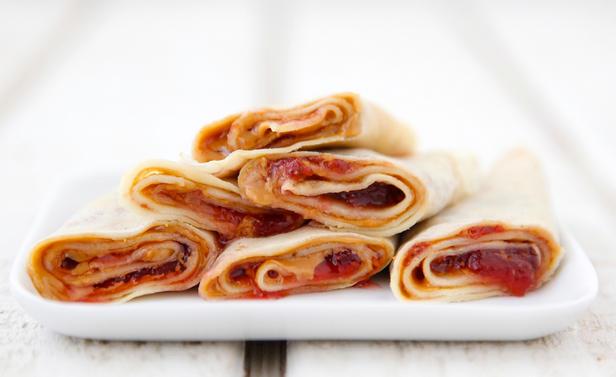 Фото Венгерские блинчики Палачинта с джемом и арахисовым маслом