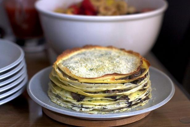 Фото Блинный торт с сыром и грибами