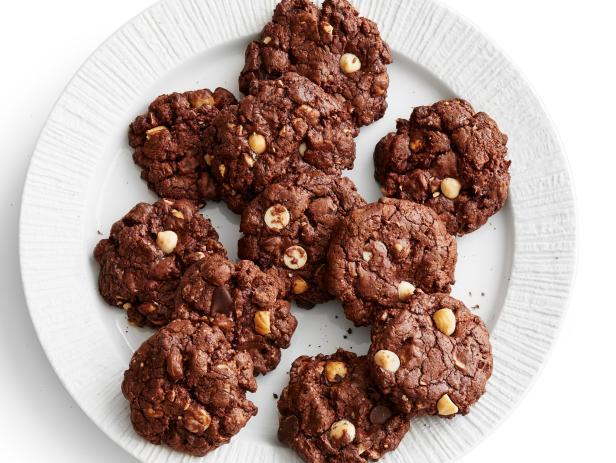 Шоколадное печенье с фундуком и белым шоколадом