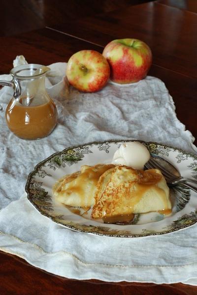 Фото Блины с тыквенно-яблочной начинкой и домашним мороженым