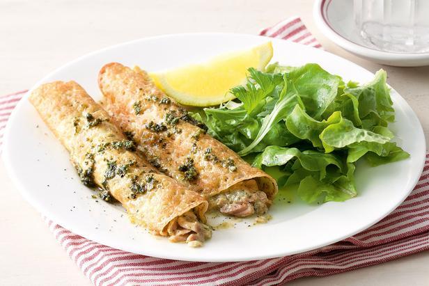 Фото Блинчики с лососем в винном соусе