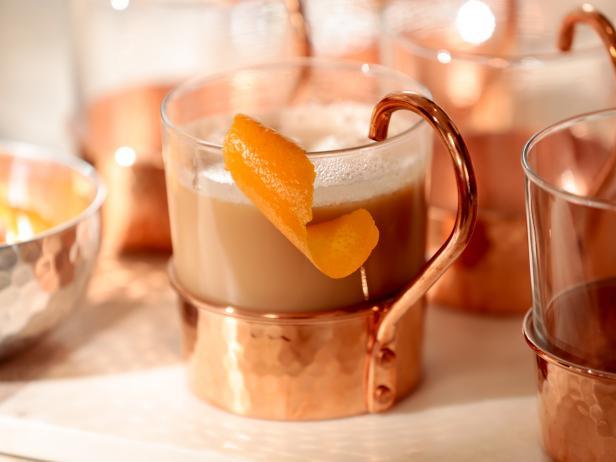 Фото Пряный чай латте с миндальным молоком