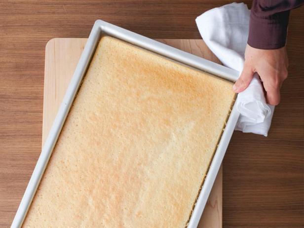 Выпекайте бисквит до золотистого цвета