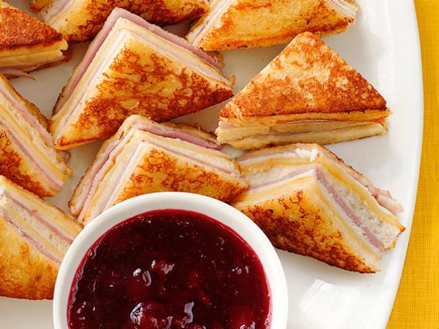 Фото Сэндвич «Монте-Кристо» с эгг-ногом