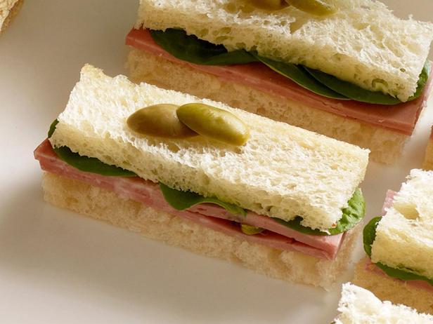21. Сэндвич с мортаделлой и водяным крессом