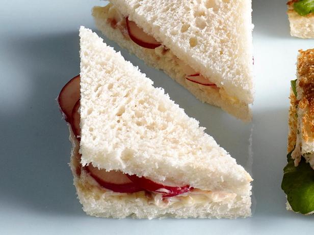 38. Сэндвич с редисом и анчоусами
