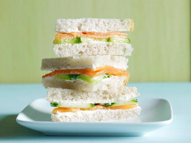 11. Сэндвич с лососем и огурцом