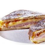 Сэндвич «Монте-Кристо» с булочкой бриошь