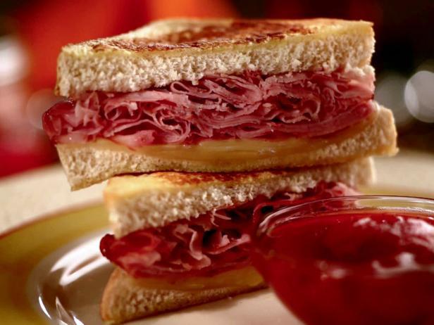 Фото Сэндвич «Монте-Кристо» с острым чатни
