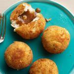Крокеты из картофельного пюре с жидкой начинкой