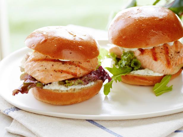 Фото Сэндвич с лососем-гриль