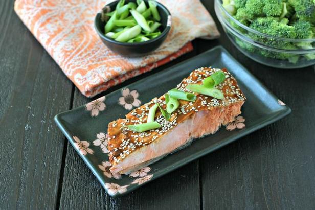 Фото Лосось с капустой брокколи
