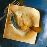 Равиоли со шпинатом и желтком