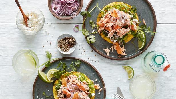Фото Кесадилья с лососем и вялеными томатами