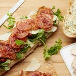 Клаб-сэндвич «Цезарь» с курицей и вялеными помидорами