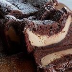 Шоколадный рулет с творожно-арахисовой пастой