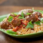 Спагетти с тефтелями в соусе