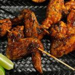 Куриные крылышки во фритюре в пивном соусе барбекю