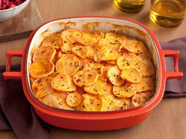 Запеканка из сладкого картофеля с копченым перцем чили