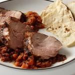 Свиная вырезка на гриле с сальсой из печеных томатов и халапеньо