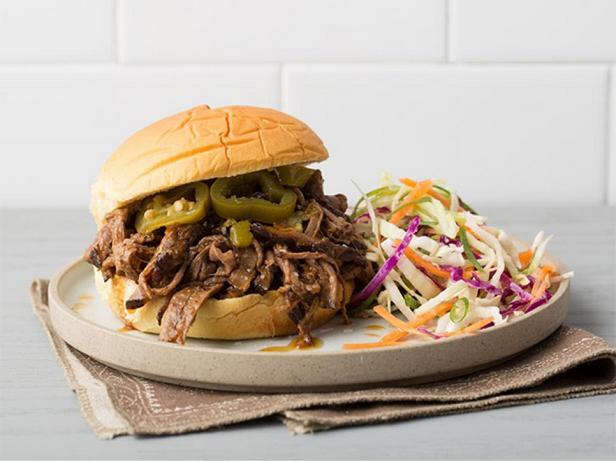 Сэндвич с томленой говядиной по-техасски