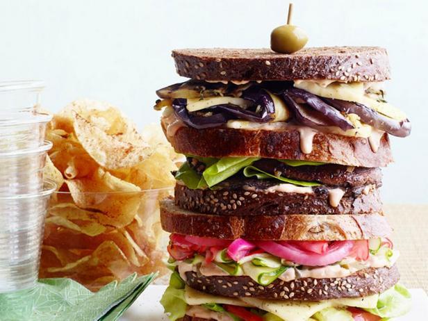 Сэндвичи с баклажанами и грибами «Дагвуд»