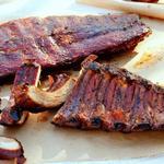 Копченые свиные рёбрышки с соусом для барбекю «Северная Каролина»