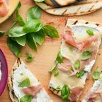 Итальянская лепёшка пьядина с сыром и прошутто