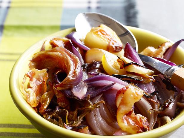 Фото Луковый салат в фольге на гриле