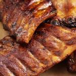 Свиные ребрышки под соусом барбекю с бурбоном