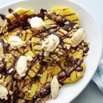 Десерт из жареного на гриле ананаса с Нутеллой