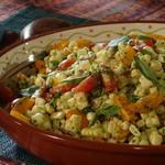 Салат из томатов и кукурузы-гриль с тайской базиликовой заправкой