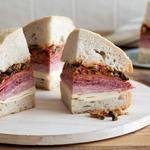 Гигантский сэндвич Муфулетта