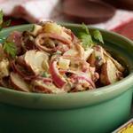 Картофельный салат по-техасски с горчицей и маринованным луком