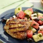 Куриные бедра на гриле с салатом из феты и арбуза