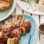 Курица-гриль с поджаренным лимоном и томатами