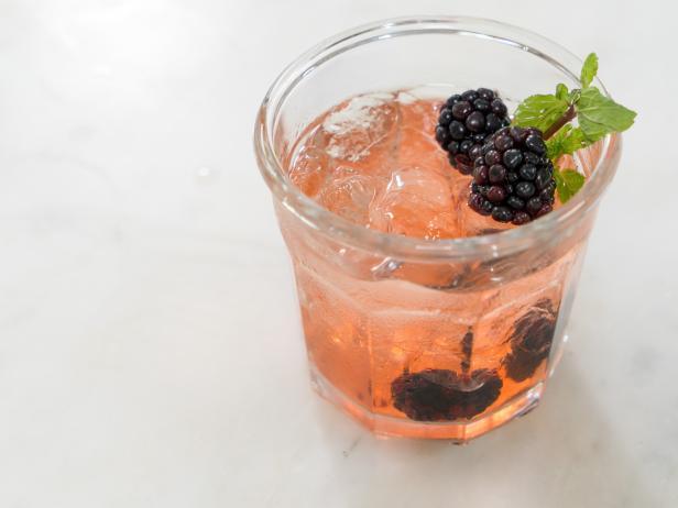 Фото Яблочно-ягодный коктейль с самогоном
