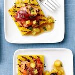 Креветки в беконе с полентой и ананасовым соусом