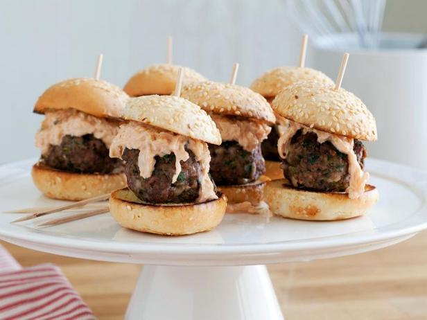 Миниатюрные сэндвичи «Рубен» с тефтелями из говядины